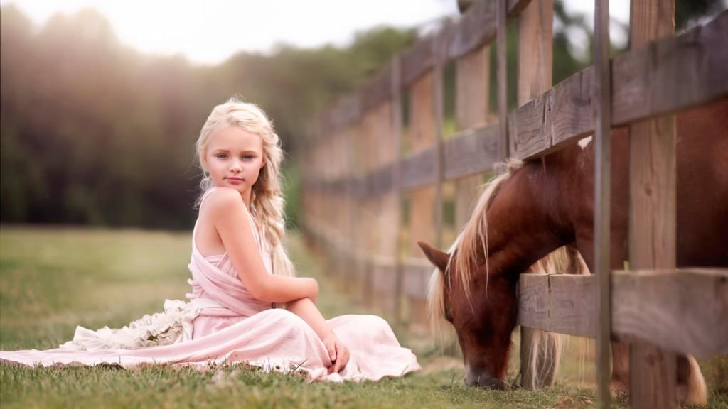 child-and-horse-devochka