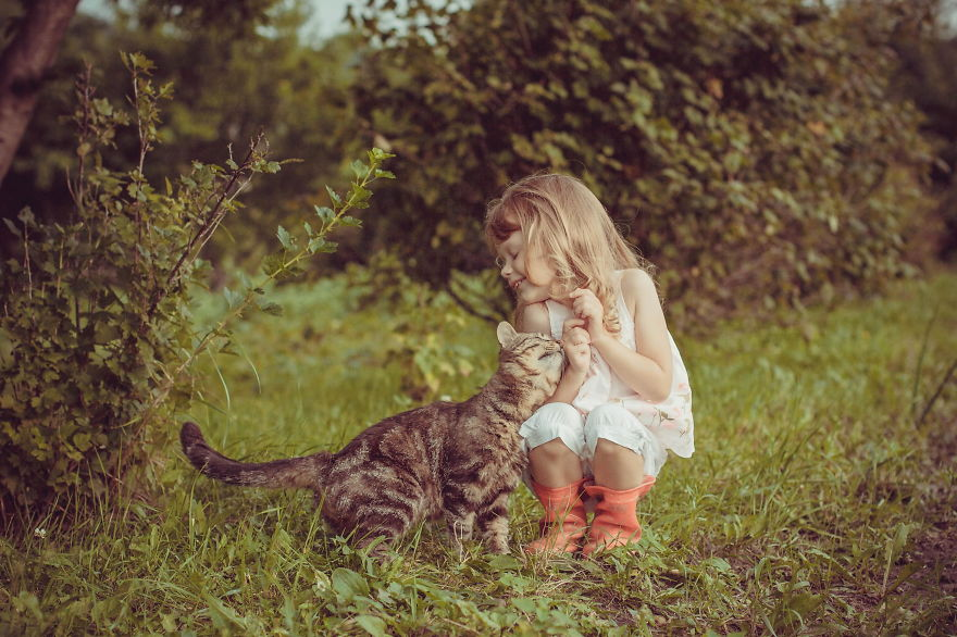 children-cat-playing-photography-6__880