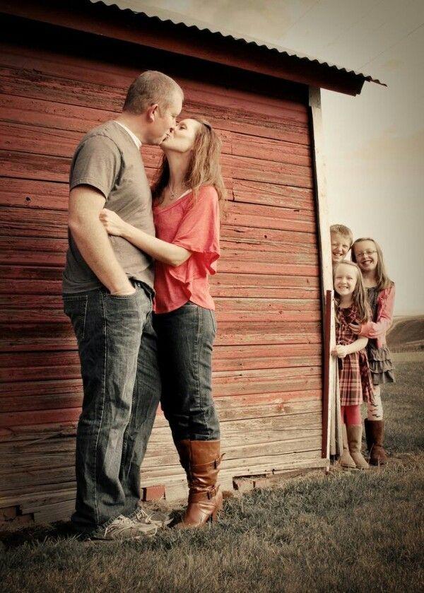 4-fun-creative-family-photo-ideas