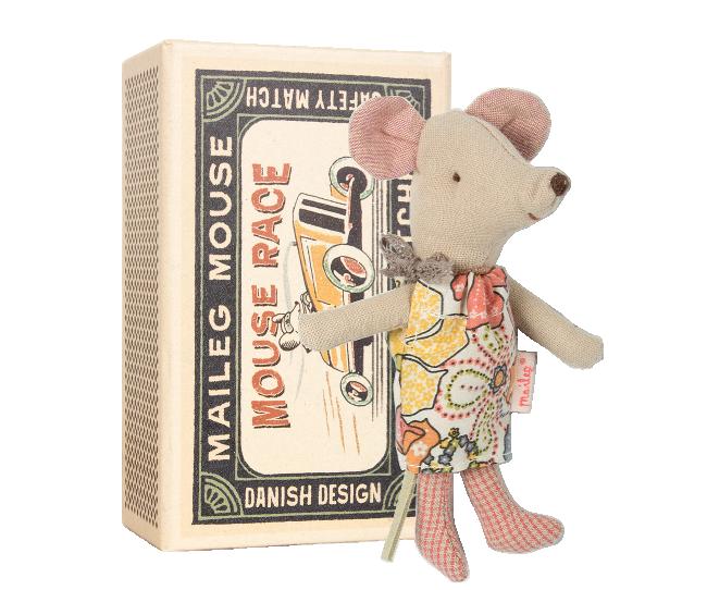 17 Maileg - Przytulanka Myszka Litle Sister w Pudełeczku