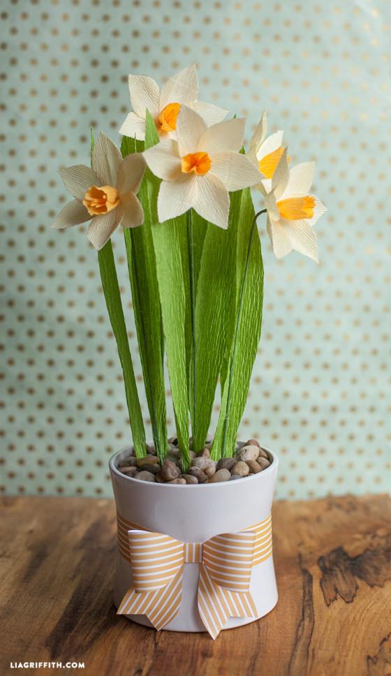 DIY_Daffodils_Crepe_Paper-560x968
